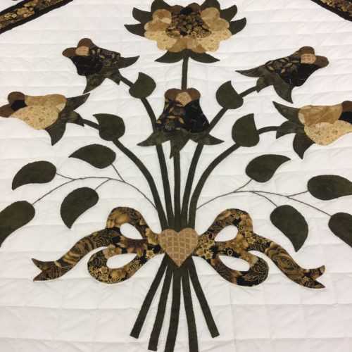 Country Rose Quilt-Queen-Family Farm Handcrafts