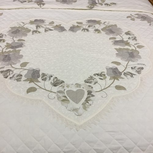 Lacy Heart of Roses Quilt - King - Family Farm Handcrafts