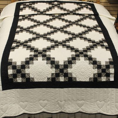 Irish Chain amish quilt pattern design style