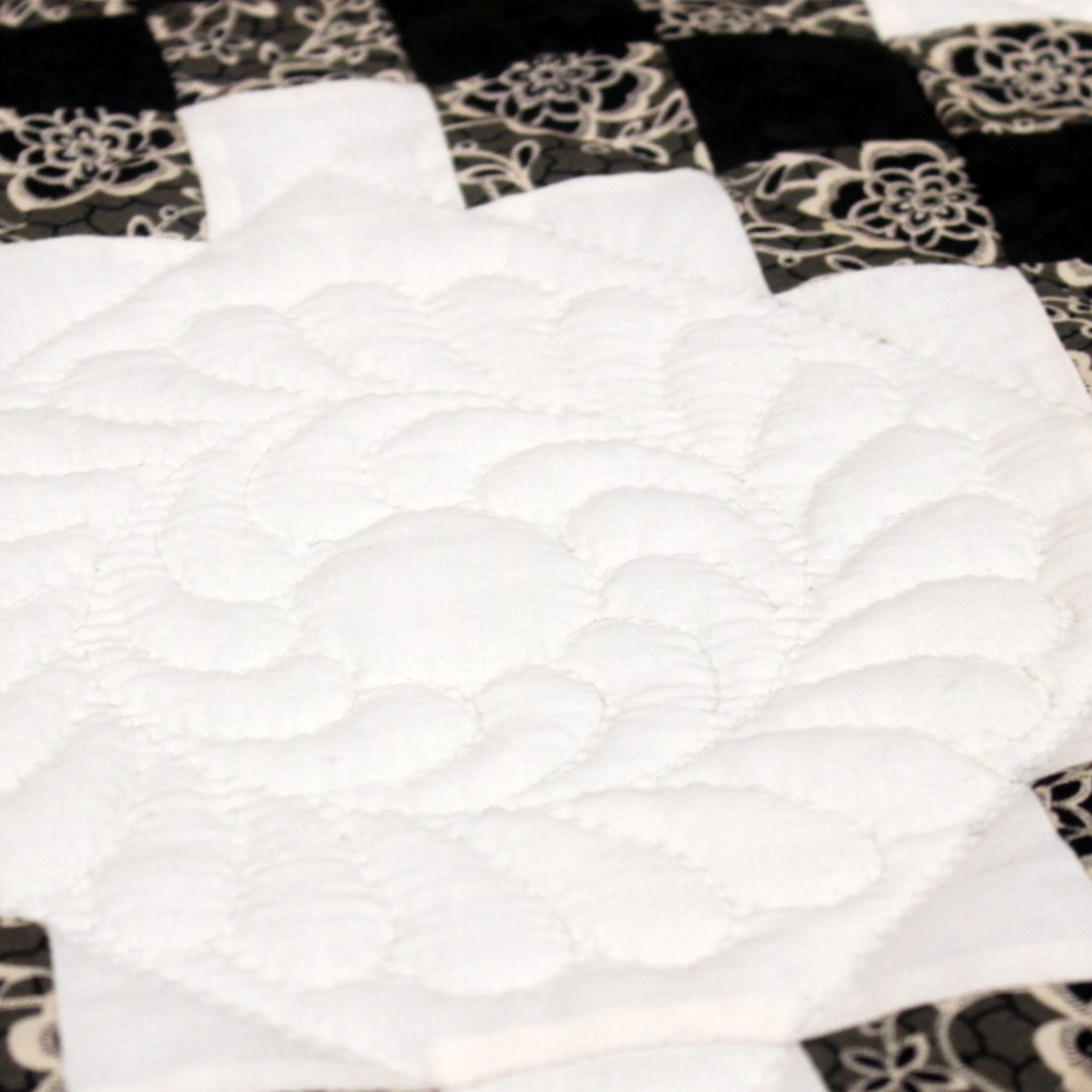 Amish Twin Quilt | Irish Chain Quilt Twin | Amish Quilts for sale ... : amish hand quilting - Adamdwight.com